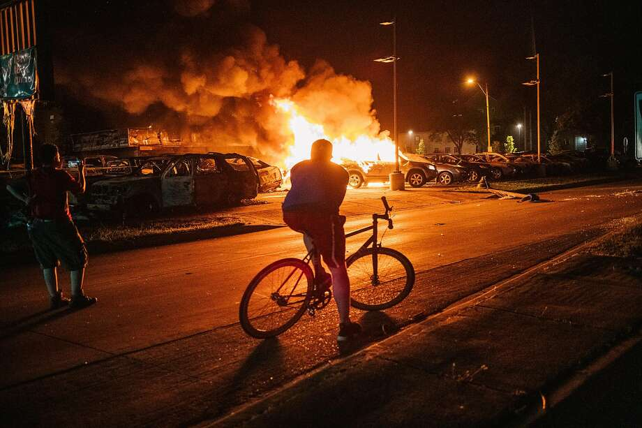 A used car lot burns in Kenosha, Wis., during mayhem that followed protests over the police shooting of Jacob Blake, a Black man, in the back. Photo: Brandon Bell / Getty Images