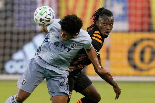 Sporting Kansas City defender Jaylin Lindsey (26) heads the ball away from Houston Dynamo forward Alberth Elis during the first half of an MLS soccer match in Kansas City, Kan., Tuesday, Aug. 25, 2020. (AP Photo/Orlin Wagner) Photo: Orlin Wagner, Associated Press / Copyright 2020 The Associated Press. All rights reserved