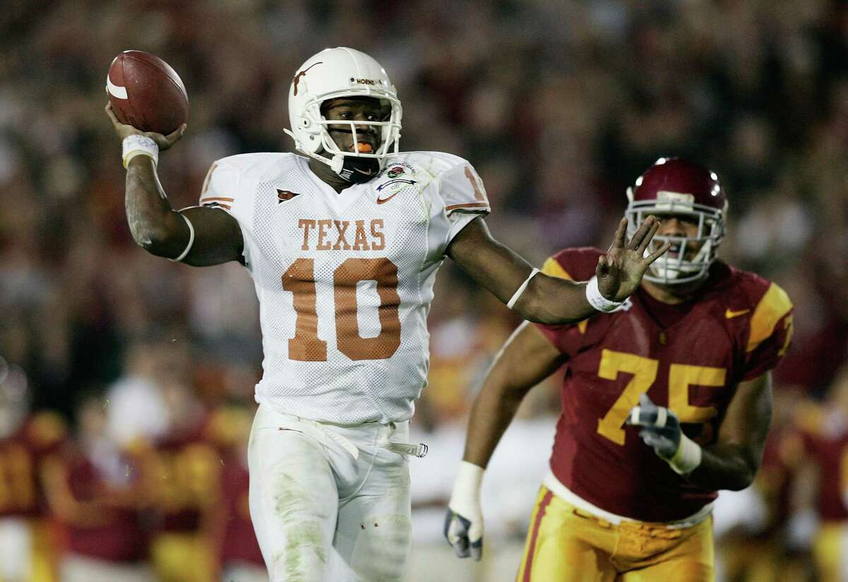 Quarterback Vince Young #10 of the Texas Longhorns fakes a pass before scoring on a 17-yard touchdown run against the USC Trojans in the fourth quarter during the BCS National Championship Rose Bowl Game on January 4, 2006 in Pasadena, California. (Photo by Donald Miralle/Getty Images)
