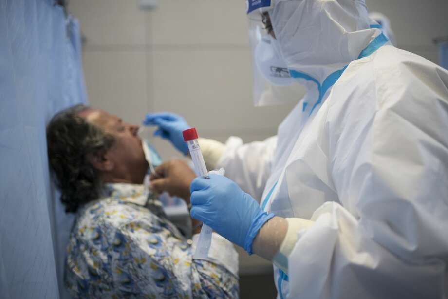 The CDC no longer says close contacts need to get tested after exposure to coronavirus (Photo by Stefano Guidi/Getty Images) Photo: Stefano Guidi/Getty Images / 2020 Stefano Guidi
