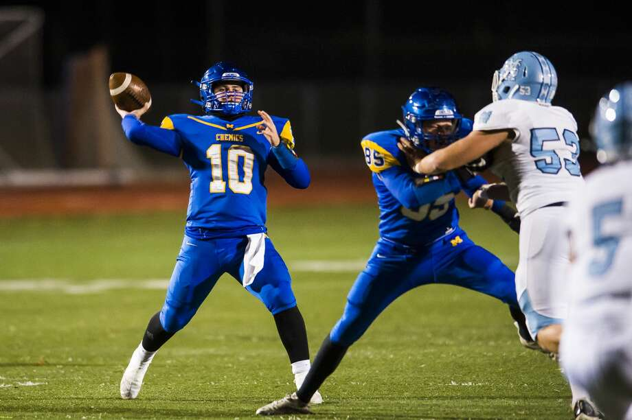 Midland High's Al Money looks to pass during a Nov. 2, 2019 playoff game against Muskegon Mona Shores. Photo: Daily News File Photo