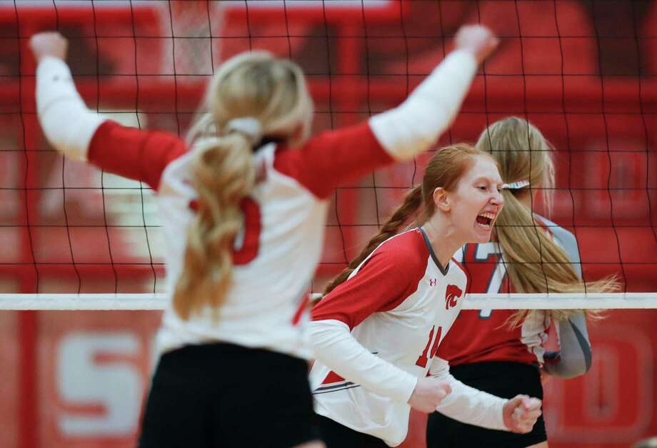 Splendora middle blocker Jalynn Knight (14) reacts after scoring a point during the third set of a non-district high school volleyball match at Splendora High School, Tuesday, Aug. 18, 2020, in Splendora. Photo: Jason Fochtman, Houston Chronicle / Staff Photographer / 2020 © Houston Chronicle