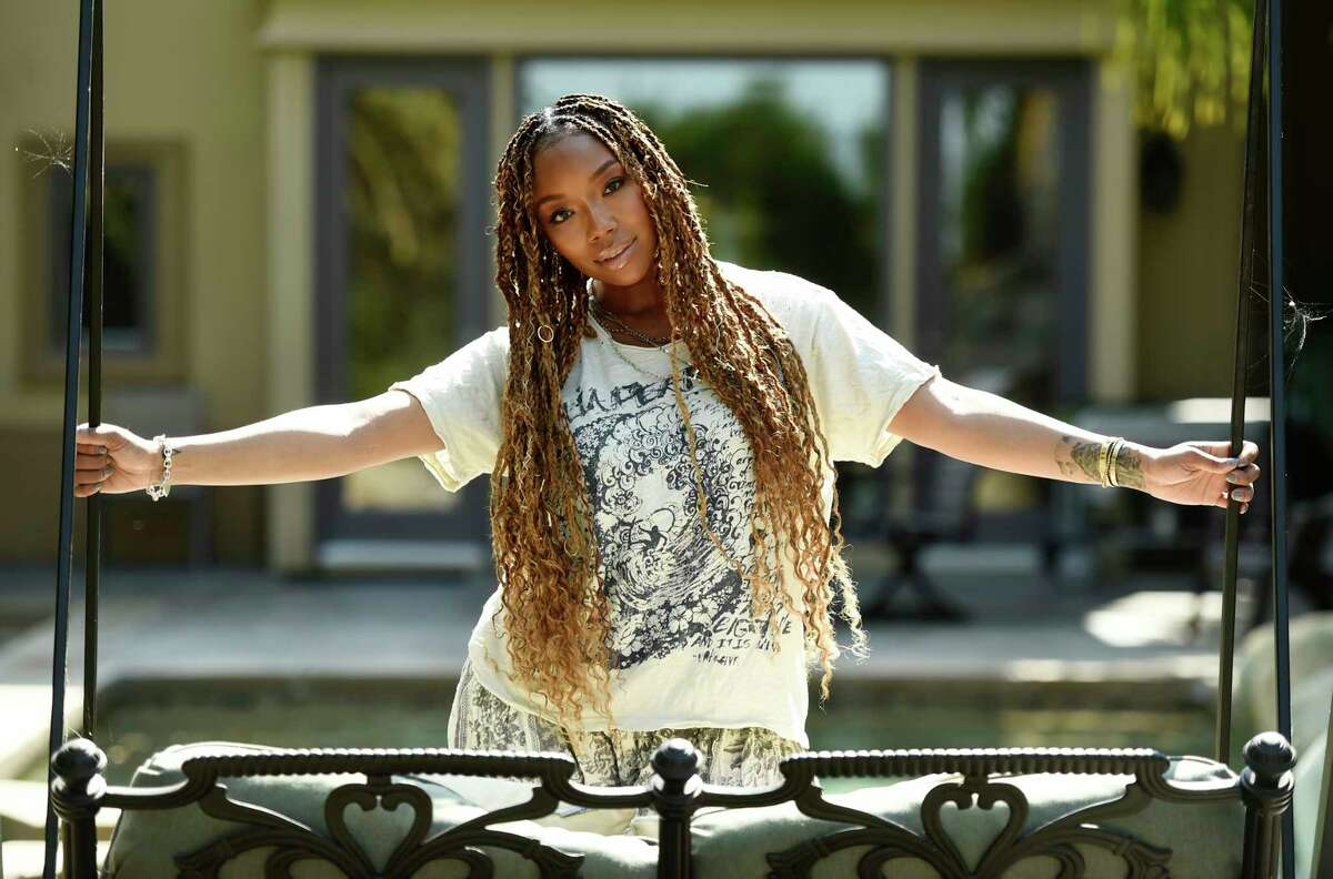 """Singer/actress Brandy poses for a portrait in Calabasas, Calif., on Sunday, Aug. 16, 2020 to promote her current album """"B7."""" (AP Photo/Chris Pizzello)"""