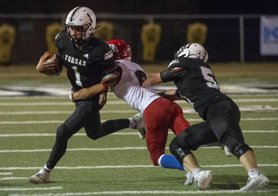 Forsan's Sawyer Stallings tries to escape the grasp of Coahoma's Isaiah Martin as he is blocked by Forsan's Ethan Harbour 8/27/2020 at Big Spring Memorial Stadium. Tim Fischer/Reporter-Telegram Photo: Tim Fischer/Midland Reporter-Telegram