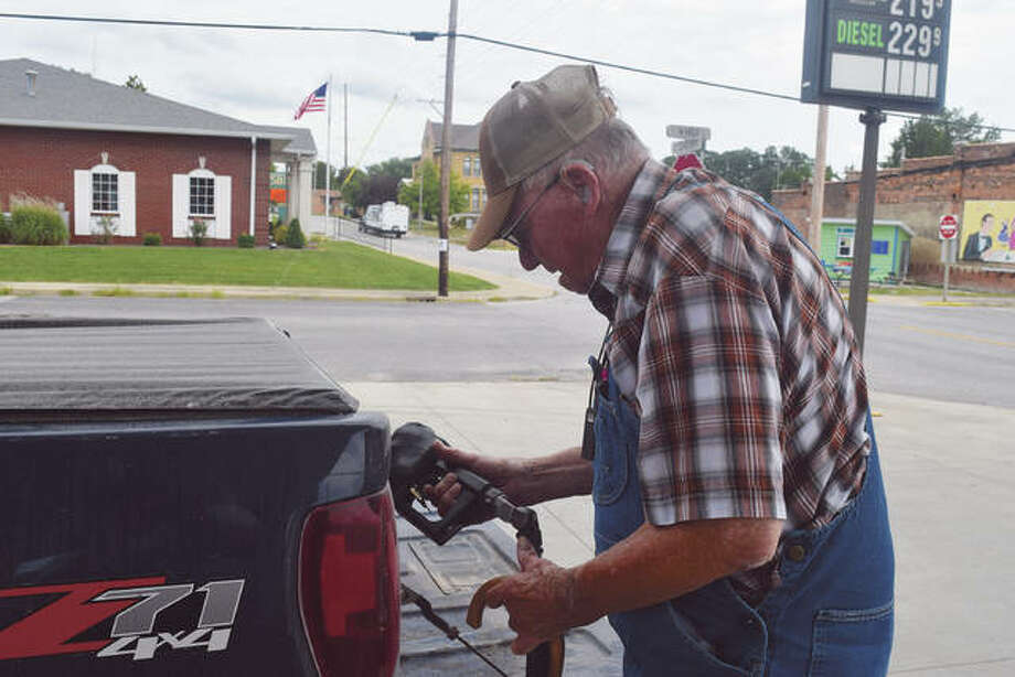 Weldon Fearneyhough goes without a face mask Thursday as he fills his truck with gas in Winchester. Fearneyhough, who lives east of the city, said he doesn't believe in wearing masks. Photo: Marco Cartolano | Journal-Courier