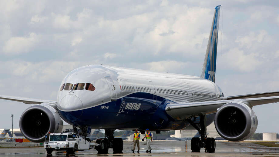 Boeing employees walk the new Boeing 787-10 Dreamliner down towards the delivery ramp area at the company's facility in South Carolina after conducting it's first test flight at Charleston International Airport in North Charleston, S.C., Friday, March 31, 2017. Photo: (AP Photo/Mic Smith)