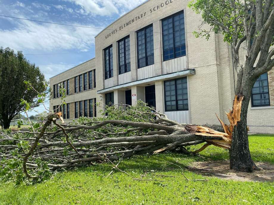 Groves Elementary suffer minor damage, including downed trees from Hurricane Laura. The district is still assessing damage to decide when students will return to class. Photo: Kim Brent / Beaumont Enterprise