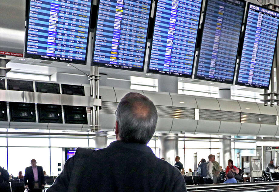 United has started using a new algorithm that could mean more short-notice flight cancellations. Photo: Jim Glab