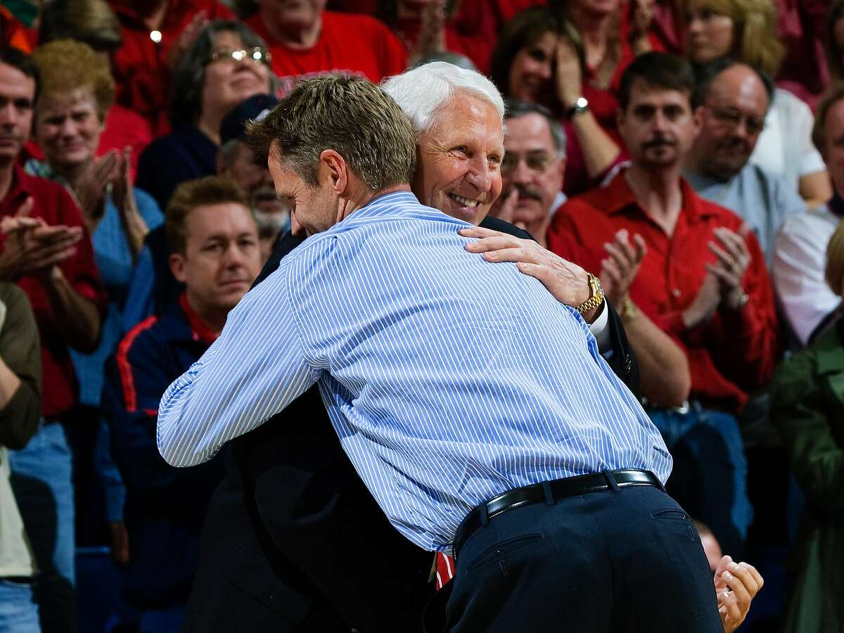 Steve Kerr embraces former Arizona coach Lute Olson during a 2009 ceremony at McKale Center.
