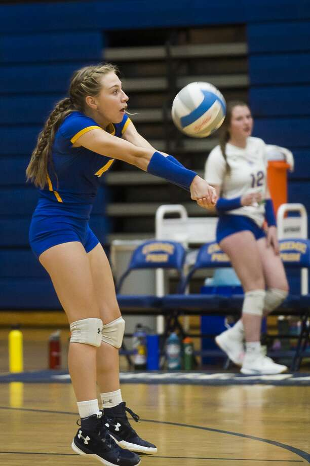 Midland High's Gabby Schloop passes the ball during a Nov. 6, 2019 district semifinal vs. Dow High. Photo: Daily News File Photo