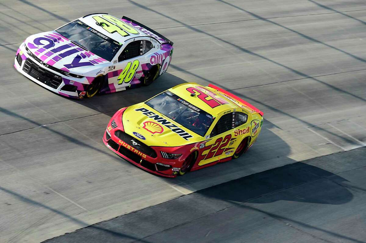 DOVER, DELAWARE - AUGUST 23: Joey Logano, driver of the #22 Shell Pennzoil Ford, and Jimmie Johnson, driver of the #48 Ally Chevrolet, race during the NASCAR Cup Series Drydene 311 at Dover International Speedway on August 23, 2020 in Dover, Delaware. (Photo by Jared C. Tilton/Getty Images)