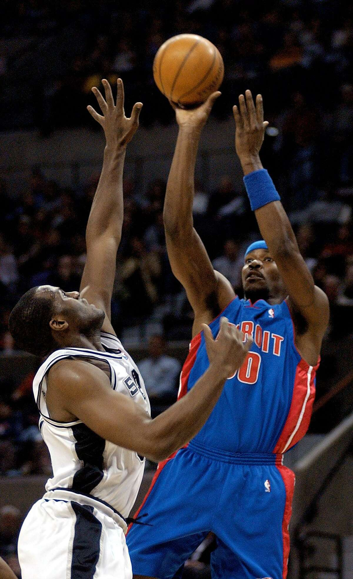 Detroit Pistons Clifford Robinson, right shots over the defense of San Antonio Spurs Malik Rose during first quarter action at the SBC Center In San Antonio Saturday January 25, 2002.