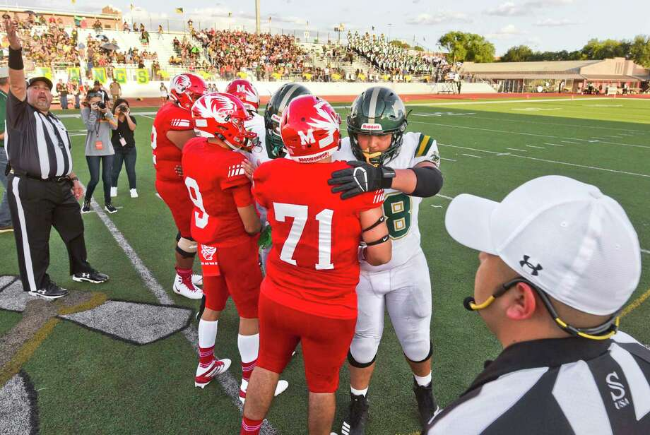 Laredo football programs remain sideline as the UIL pushed back their start dates due to the coronavirus pandemic. Photo: Danny Zaragoza / Laredo Morning Times / Laredo Morning Times