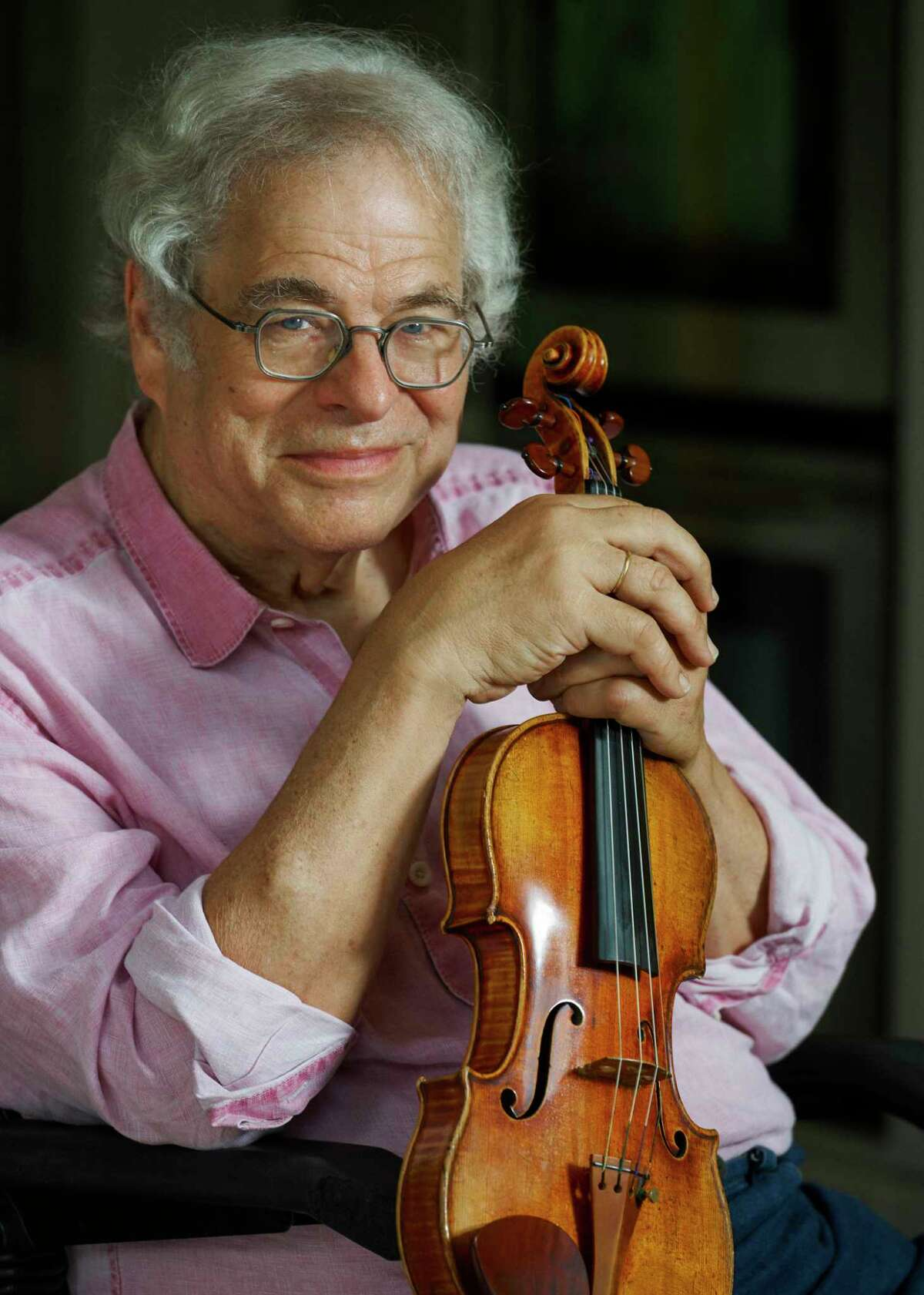 Itzhak Perlman at his home in East Hampton, N.Y., Aug. 16, 2020. Turning 75 this month, he has been so ubiquitous for so long that it is easy to take him for granted. (Yael Malka/The New York Times)