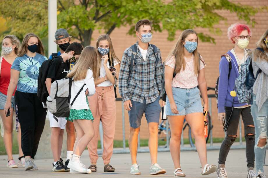 Students arrive for the first day of school at Midland High School Monday, Aug. 31, 2020. (Adam Ferman/for the Daily News) Photo: (Adam Ferman/for The Daily News)