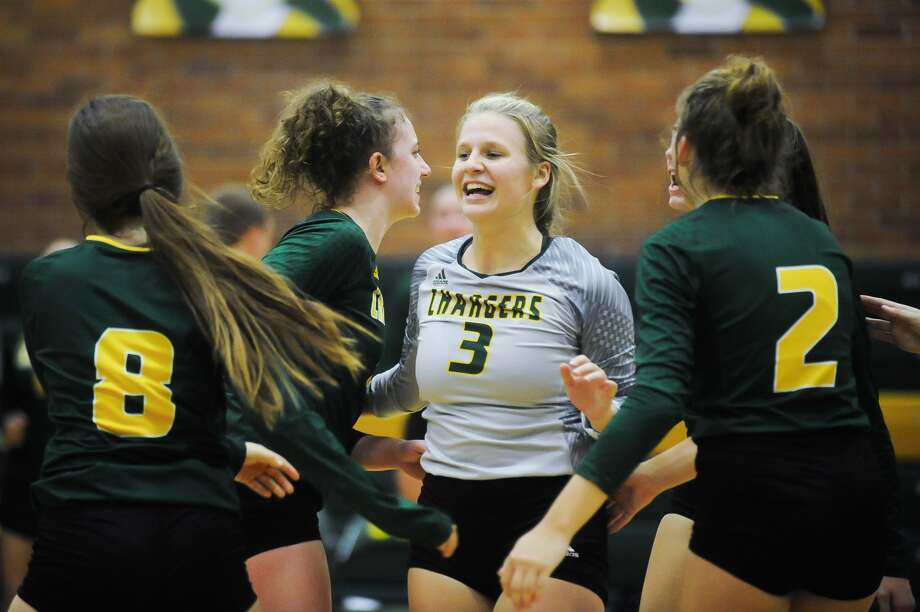 Dow High's volleyball team celebrates a point during a Sept. 12, 2019 match against Mount Pleasant. Photo: Daily News File Photo
