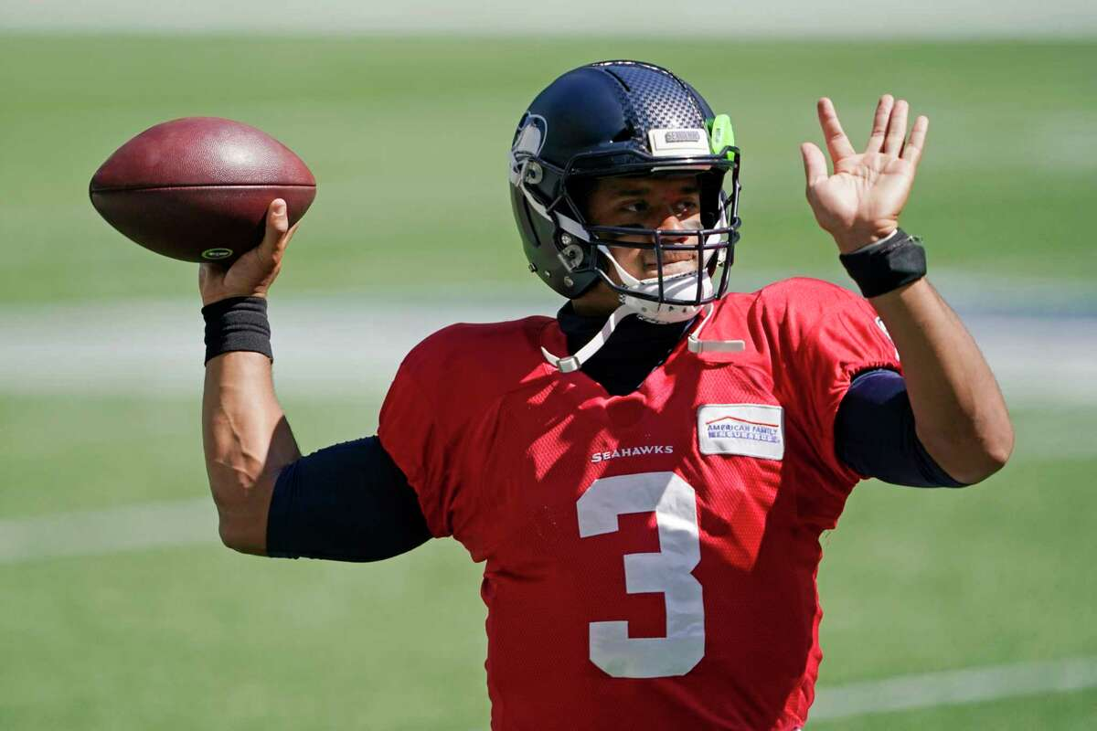 Keep (2): Russell Wilson, Geno Smith Cut (2): Anthony Gordon, Danny Etling Coach Pete Carroll has long maintained that Geno Smith is the backup behind Russell Wilson. Undrafted rookie Anthony Gordon or Danny Etling will be stashed on the practice squad.