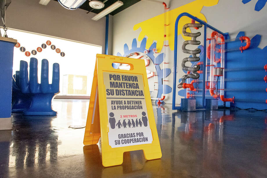 The Imaginarium of South Texas sets up signs to remind the small group of visitors to socially distance, Thursday, Aug. 27, 2020, at Mall Del Norte. Photo: Danny Zaragoza/Laredo Morning Times