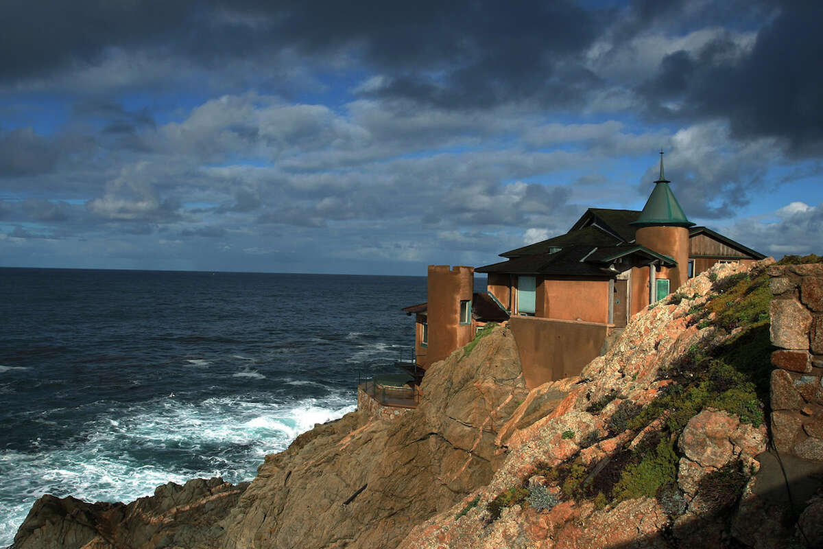 A home situated on a cliff overlooks the Pacific Ocean.