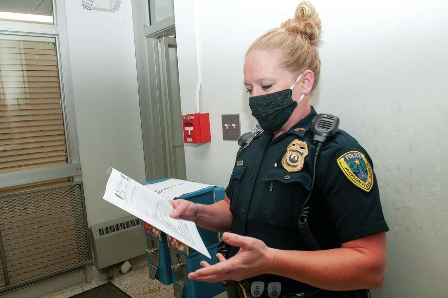Jacksonville police Sgt. Olivia Mefford talks about the Law Enforcement and Resource Network and the application process for people dealing with issues from mental health concerns to homelessness to addiction. Photo: Darren Iozia | Journal-Courier
