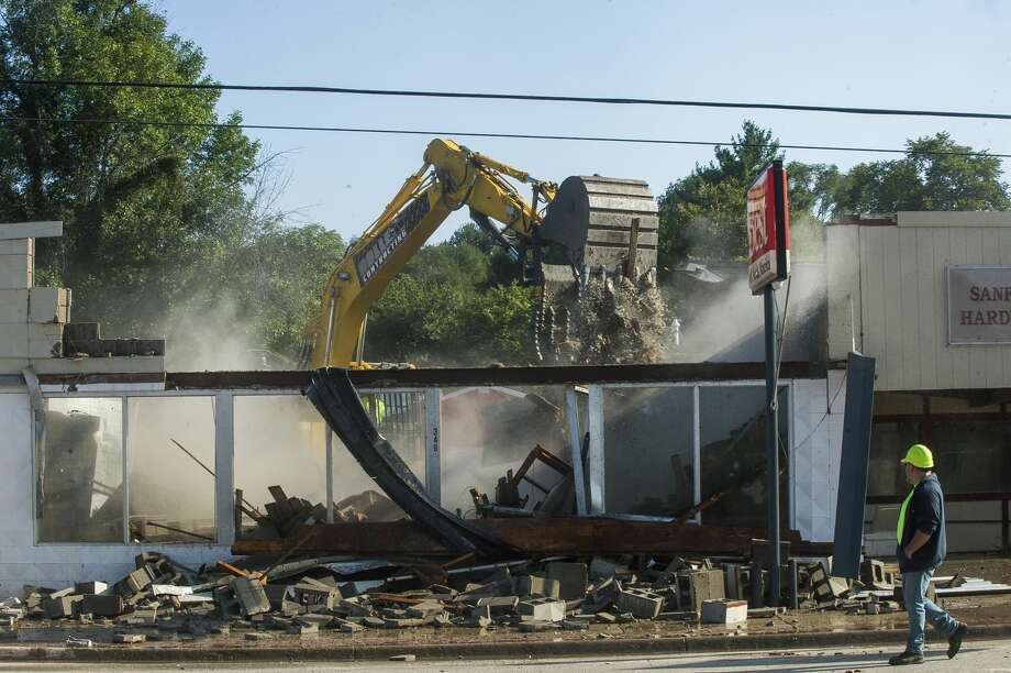 The Sian family, owners of Sanford Hardware, are joined by members of the community to watch as the structure is demolished Tuesday, Sept. 1, 2020 in downtown Sanford. (Katy Kildee/kkildee@mdn.net) Photo: (Katy Kildee/kkildee@mdn.net)
