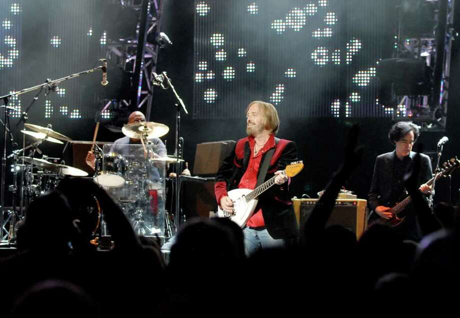 Tom Petty performs with the Heartbreakers on Friday, Aug. 27, at Saratoga Performing Arts Center in Saratoga Springs. (Cindy Schultz / Times Union) Photo: Cindy Schultz / 00009974A