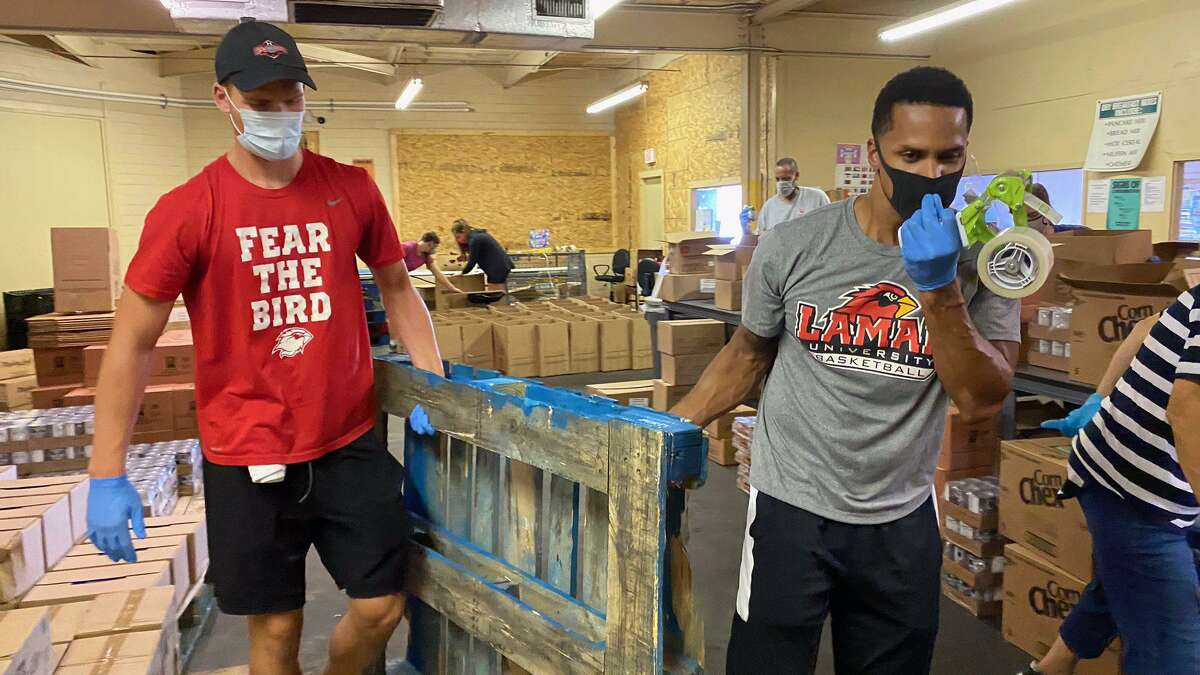 The Lamar University basketball program spent Monday afternoon helping load supplies at the SETX Food Bank.