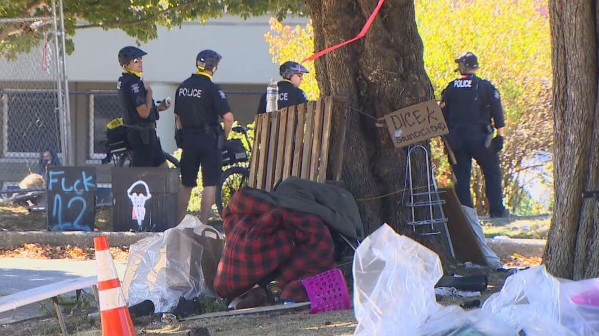 SPD sweeps homeless camp at Cal Anderson Park