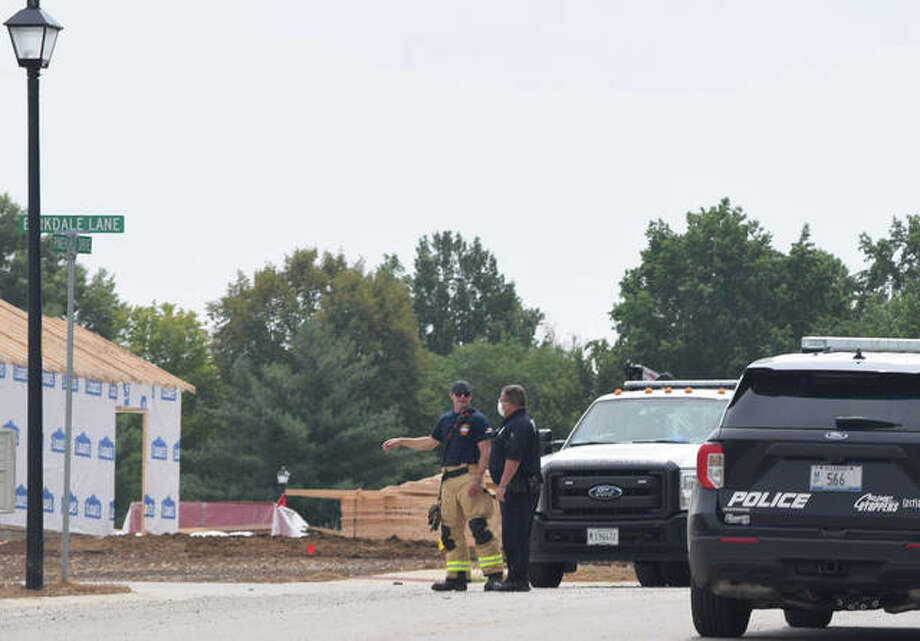 Jacksonville firefighters and police respond to a gas leak in the 1100 block of East Morton Avenue. Photo: Samantha McDaniel-Ogletree | Journal-Courier