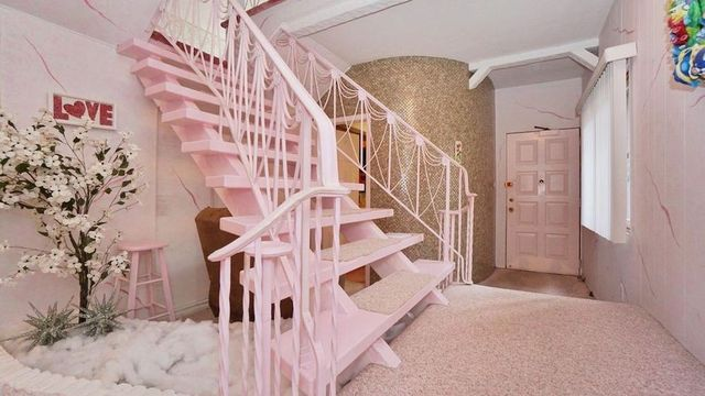 Staten Island Home From 1970 Is a Pink Explosion thumbnail