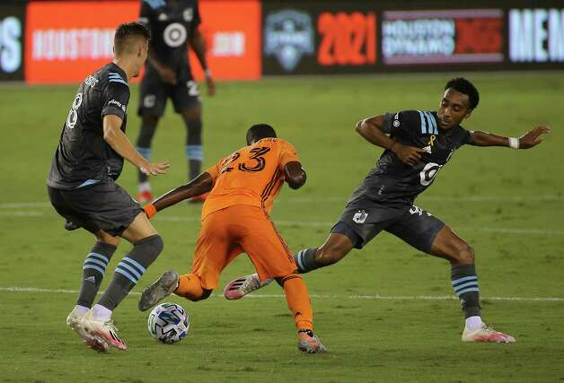 Houston Dynamo forward Darwin Quintero (23) dribbles past Minnesota United players Jan Gregus and Marlon Hairston (94) and during the first half of a MLS match Wednesday, Sept. 2, 2020, at BBVA Stadium in Houston. Photo: Yi-Chin Lee, Staff Photographer / © 2020 Houston Chronicle