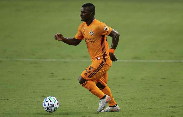 Houston Dynamo forward Darwin Quintero (23) dribbles during the first half of a MLS match against the Minnesota United Wednesday, Sept. 2, 2020, at BBVA Stadium in Houston. Photo: Yi-Chin Lee, Staff Photographer / © 2020 Houston Chronicle