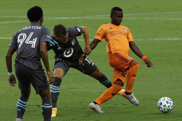 Minnesota United midfielder Robin Lod (17) tries to stop Houston Dynamo forward Darwin Quintero (23) during the first half of a MLS match Wednesday, Sept. 2, 2020, at BBVA Stadium in Houston. Photo: Yi-Chin Lee, Staff Photographer / © 2020 Houston Chronicle