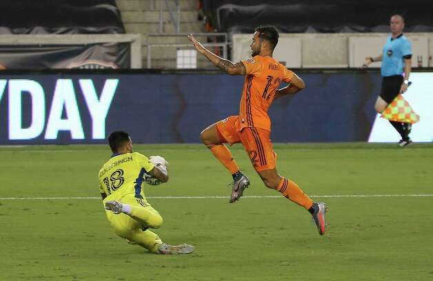 Minnesota United goalkeeper Greg Ranjitsingh (18) catches the ball in front of Houston Dynamo forward Niko Hansen (12) during the first half of a MLS match Wednesday, Sept. 2, 2020, at BBVA Stadium in Houston. Photo: Yi-Chin Lee, Staff Photographer / © 2020 Houston Chronicle