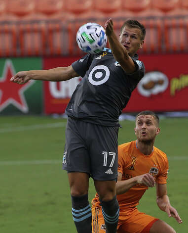 Minnesota United midfielder Robin Lod (17) goes up for the ball during the first half of a MLS match Wednesday, Sept. 2, 2020, at BBVA Stadium in Houston. Photo: Yi-Chin Lee, Staff Photographer / © 2020 Houston Chronicle