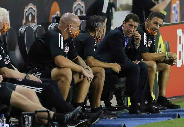Houston Dynamo Head Coach Tab Ramos, second right, talks to his coaching staff during the second half of a MLS match against the Minnesota United Wednesday, Sept. 2, 2020, at BBVA Stadium in Houston. The Houston Dynamo defeated the Minnesota United 3-0. Photo: Yi-Chin Lee, Staff Photographer / © 2020 Houston Chronicle