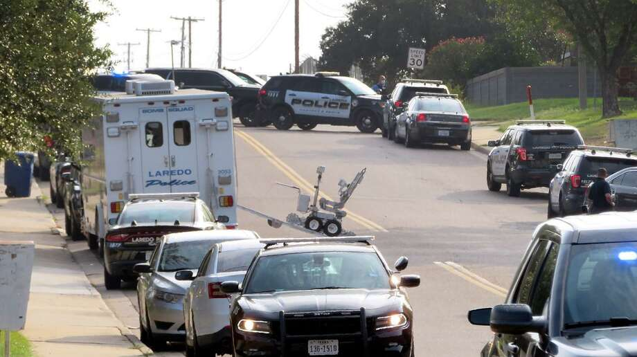 Laredo Police Department, Fire Department and Texas Rangers responded to the 8800 block of Shalom Circle, Thursday, September 3, 2020, where a man barricaded himself at his home after police responded to a call in the area. Photo: Cuate Santos /Laredo Morning Times