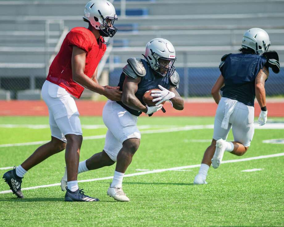 The West Orange-Stark Mustangs practice to get ready for the 2020 season. Photo made on August 7, 2020. Fran Ruchalski/The Enterprise Photo: Fran Ruchalski, The Enterprise / The Enterprise / © 2020 The Beaumont Enterprise