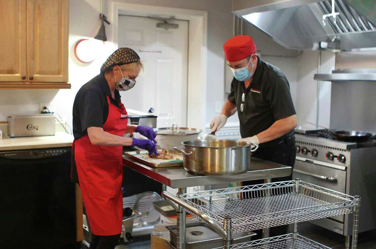 Peoplemay purchase a hot or cold lunch every weekday at BR Lunch Box, which includes an entree, side and a dessert. Along with lunch, the business is beginning to expand into offering to-go dinners, catering, corporate lunches and more. (Pioneer photo/Taylor Fussman)