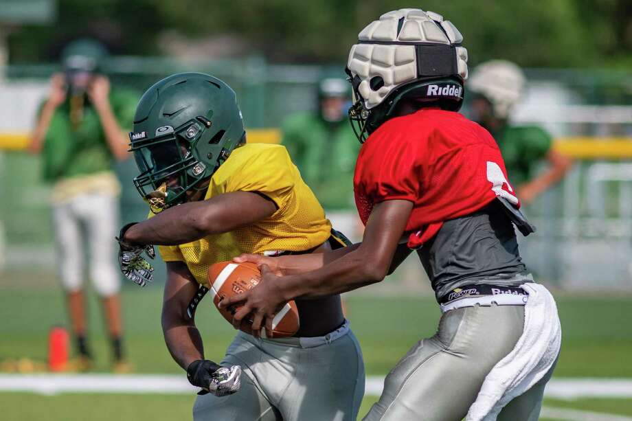 The East Chambers Buccaneers football team practices to get ready for the 2020 season. Photo made on August 12, 2020. Fran Ruchalski/The Enterprise Photo: Fran Ruchalski, The Enterprise / The Enterprise / © 2020 The Beaumont Enterprise