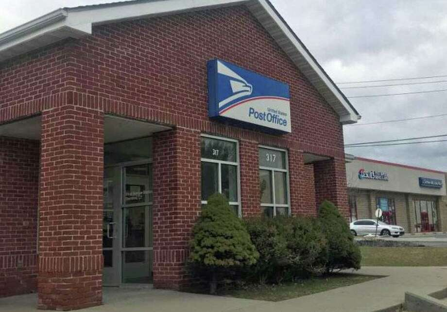 A file photo of the U.S. Post Office on West Avenue in Stamford, Conn. Photo: John Nickerson / Hearst Connecticut Media