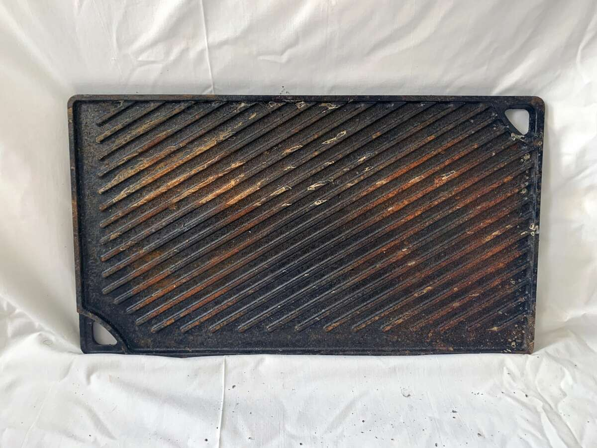 The grill side of this double-sided griddle had accumulated a fair amount of surface rust.