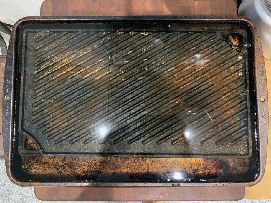 Because of the griddle's size and flatness, I submerged it inside of a standard baking sheet. Photo: Ryan Craggs