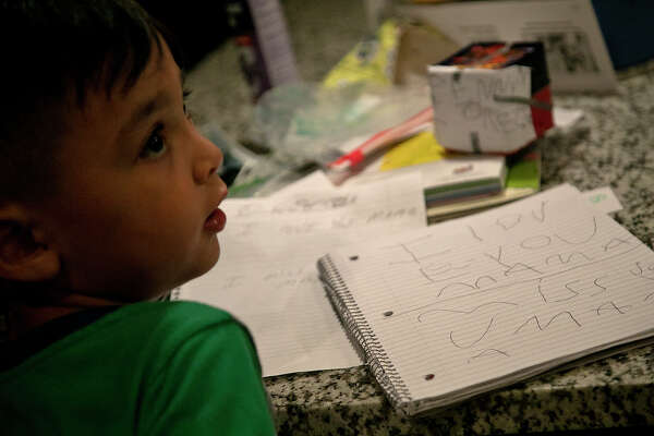 """Aiden Dyer, 5, wrote a note to his """"Mamá,"""" Leonor """"Nora"""" Rangel while his mother and other family members talked to her over FaceTime."""