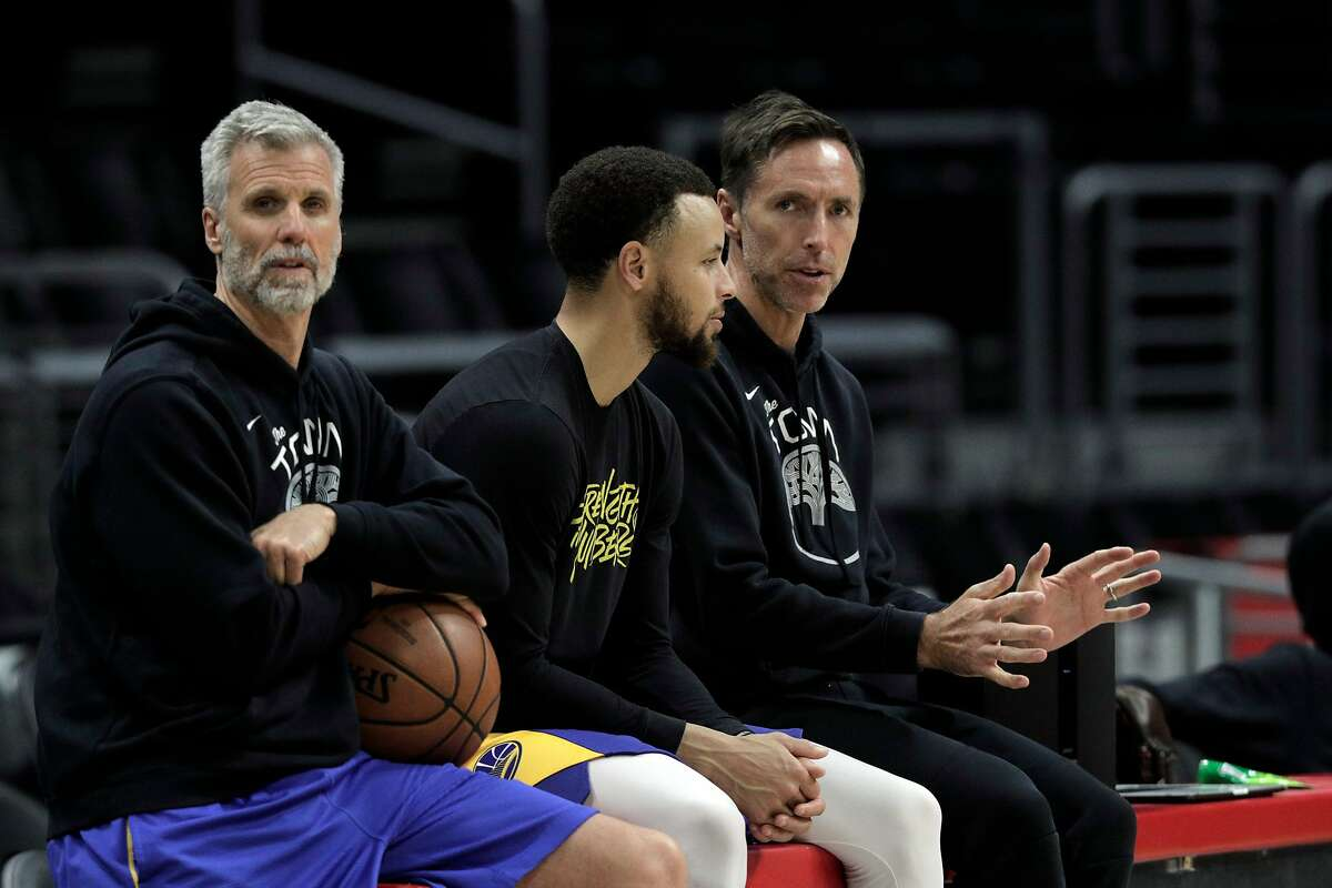 Stephen Curry (30) chats with Steve Nash, right, along with coach Bruce Fraser, left, during a practice session the day before the Golden State Warriors played the Los Angeles Clippers in Game 4 of the First Round of the NBA Playoffs at Staples Center in Los Angeles, Calif., on Saturday, April 20, 2019.