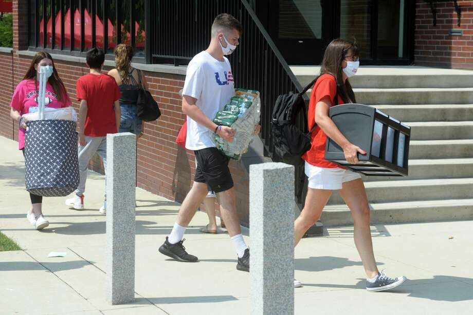 Freshmen arrive on the campus of Sacred Heart University, in Fairfield, Conn. Aug. 25, 2020. Photo: Ned Gerard / Hearst Connecticut Media / Connecticut Post