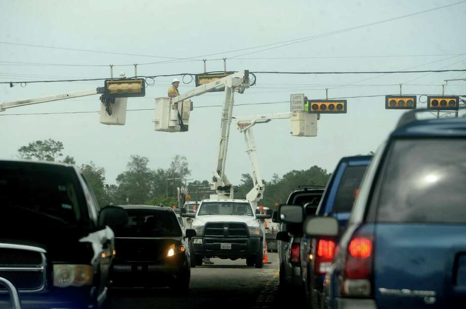 Multiple units repair traffic signals at I-10 and 16th Street in Orange a week after the area was hit with some of the most severe damage in Southeast Texas by Hurricane Laura. Photo taken Thursday, September 3, 2020 Kim Brent/The Enterprise Photo: Kim Brent / The Enterprise / BEN