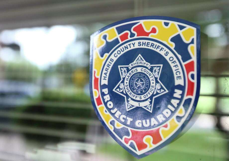 A Harris County Sheriff's Office Project Guardian sticker indicating a resident has autism is placed to be readily visible to deputies. Its design incorporates the autism-awareness puzzle piece. Photo: Yi-Chin Lee, Houston Chronicle / Staff Photographer / © 2020 Houston Chronicle