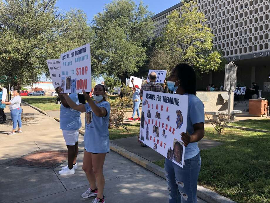 About 40 protesters marched from Noel Heritage Plaza to the Ector County Courthouse Friday, September 4 2020. The protest remained peaceful, apart from a small group of counter-protesters standing across the street from the courthouse open-carrying long rifles. Photo: Caitlin Randle /Midland Reporter-Telegram