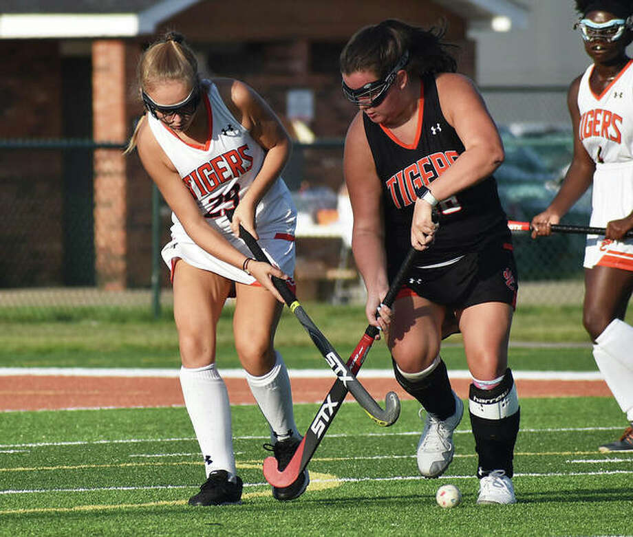 Edwardsville's Kyla Archer, right, had a hat trick in Friday's scrimmage to lead her team to a 5-1 win. Photo: Matt Kamp|The Intelligencer